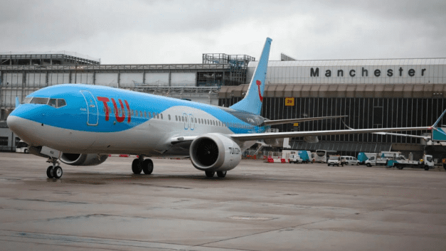 TUI shareholders snap up discounted shares